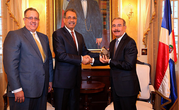 El presidente Danilo Medina recibe premio