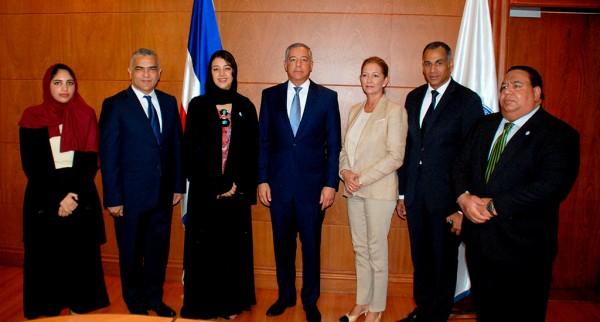 Ministro de Hacienda recibe Delegación Oficial de los Emiratos Árabes Unidos