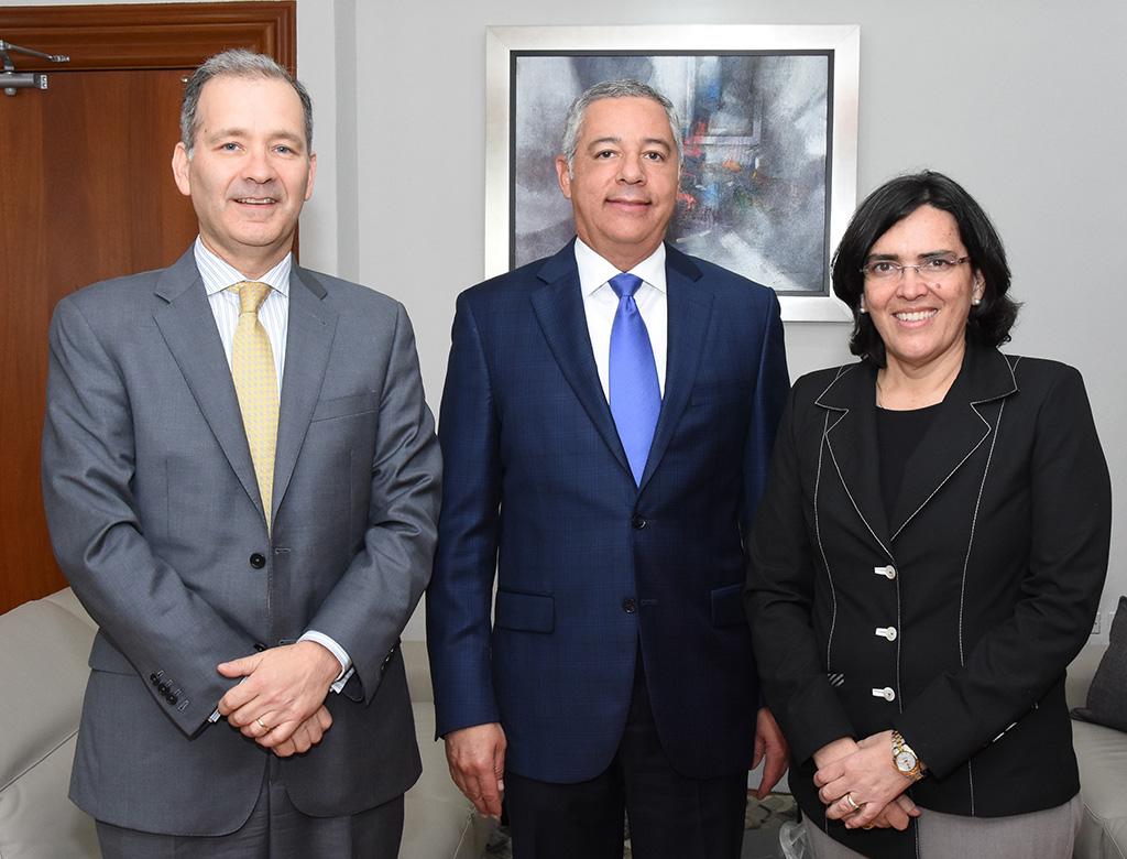 Gerente del BID visita al Ministro de Hacienda, Donald Guerrero Ortiz