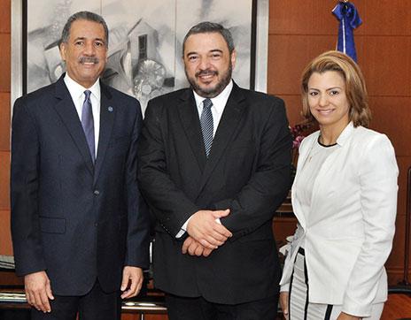 El ministro Simón Lizardo Mézquita se reúne con su homólogo de Uruguay