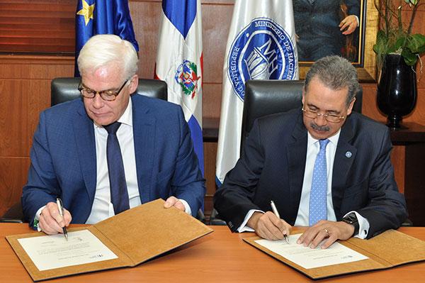El Banco Europeo de Inversiones firma carta de intención de préstamo con el Ministerio de Hacienda para mejorar el sector eléctrico dominicano