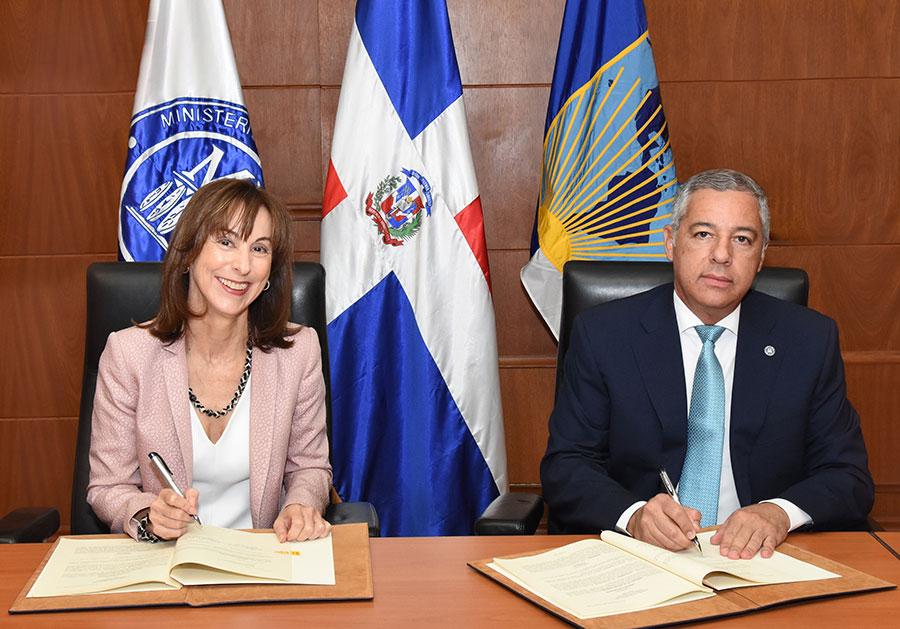 Ministerio de Hacienda y BID firman préstamo por us$50 millones para fortalecer administración tributaria y gestión del gasto público