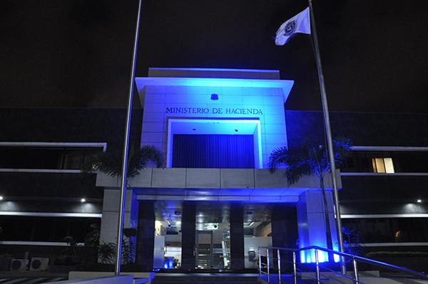 Ministerio de Hacienda se ilumina