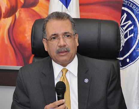 El ministro de Hacienda dice que el funcionario debe ser ejemplo en el manejo de fondos públicos de forma transparente