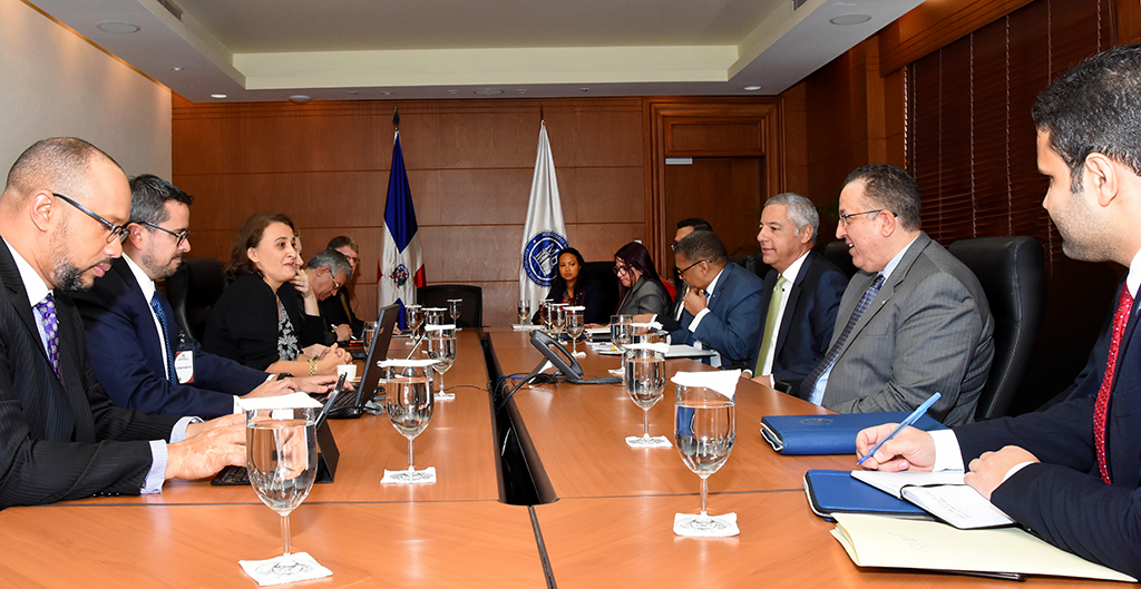 Ministro de Hacienda se reúne con misión del fondo monetario internacional