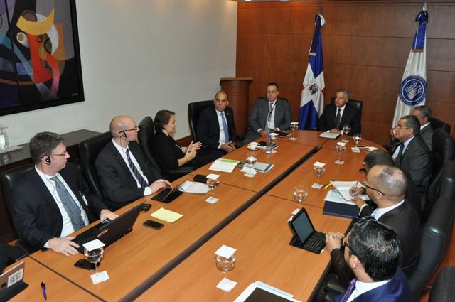 Funcionarios del área económica del gobierno se reúnen con FMI