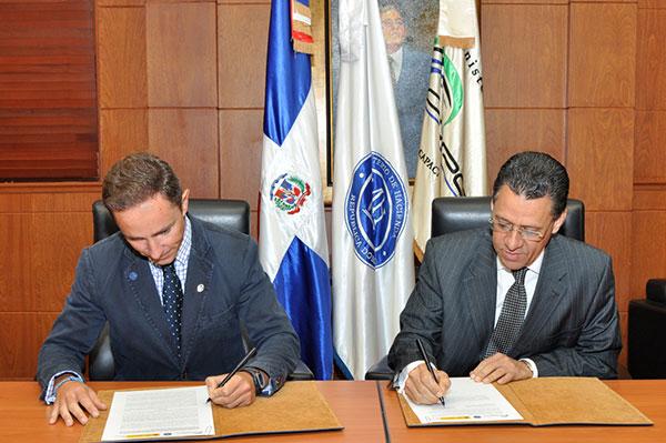 Los Ministerios de Hacienda de RD y de España acuerdan colaboración mutua para capacitar personal