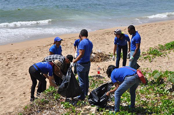 Ministerio de Hacienda apoya Día Mundial de Limpieza de Playas y Costas