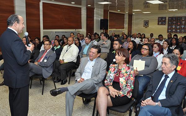 """El Ministerio de Hacienda ofrece conferencia """"Liderazgo e Integridad"""""""