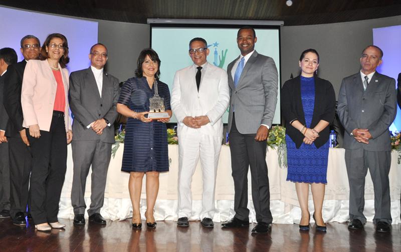 Oficina regional norte del Ministerio de Hacienda recibe premio a la calidad