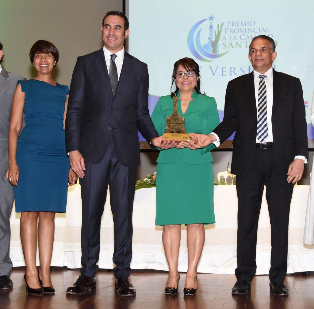 Kenia Tapia, Frank Rodríguez, Clara Pura Ceballos y Ramón Ventura Camejo, durante la celebración del Premio a la Calidad del Sector Público.