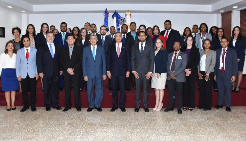 """Técnicos del Ministerio de Hacienda iniciaron hoy el curso """"Deuda del sector público en la República Dominicana"""", como parte del proyecto de mejoramiento"""