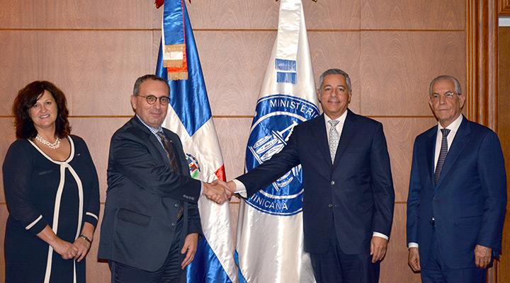 Donald Guerrero se reúne con misión de la Unión Europea