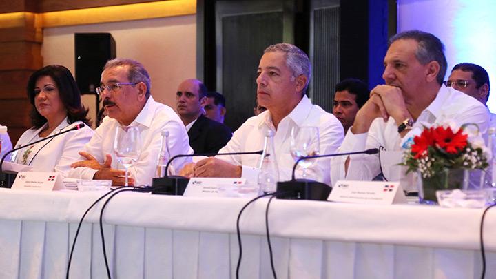 El Gobierno y el BID discuten agenda de desarrollo social y económico