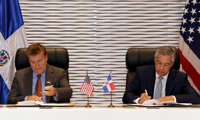 RD y EEUU firman convenio de cooperación fiscal
