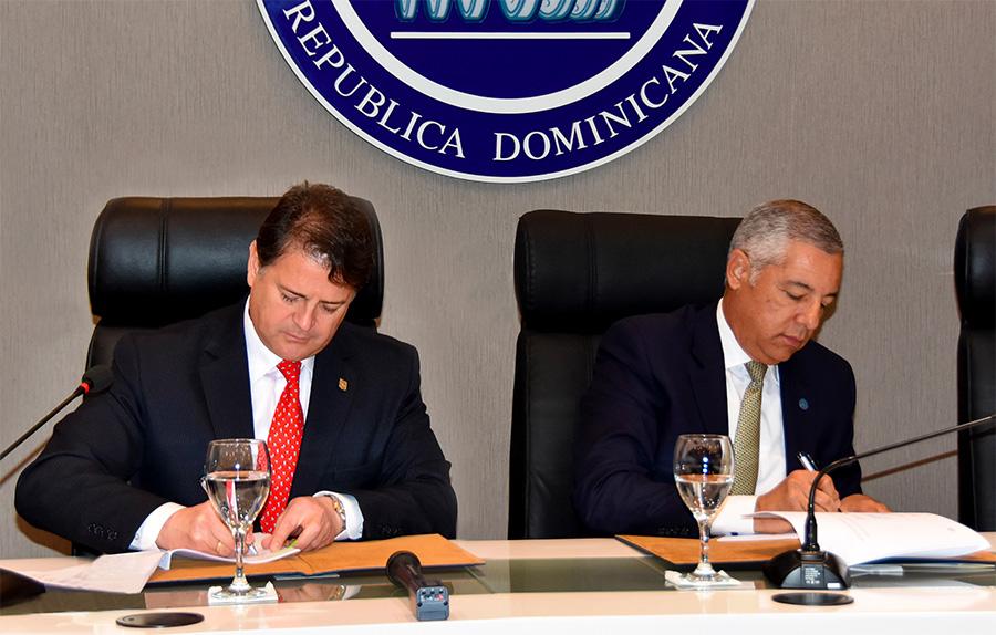 República Dominicana contrato de préstamo
