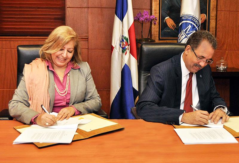 Ministerio de Hacienda y Banco Mundial firman contrato de préstamo para mejorar calidad de vida de personas pobres