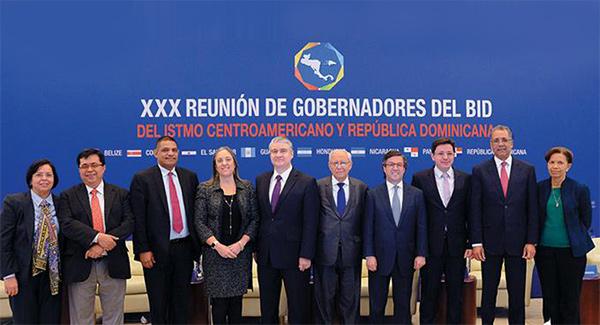 El ministro Simón Lizardo Mézquita participa en XXX Reunión de Gobernadores del BID, en Washington