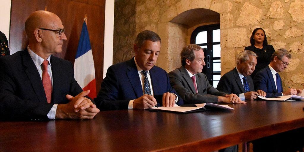 el gobierno firma alianza