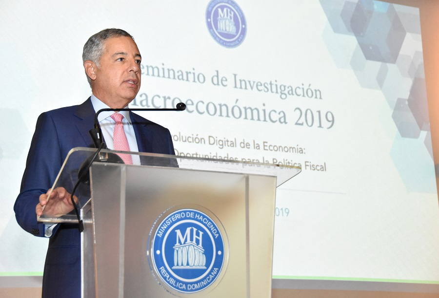El ministro de Hacienda, Donald Guerrero Ortiz, aseguró que la digitalización tiene un gran potencial para transformar el quehacer de la política económica.